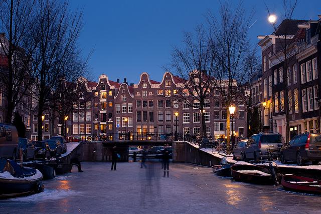 El lujo de patinar por los canales de Ámsterdam